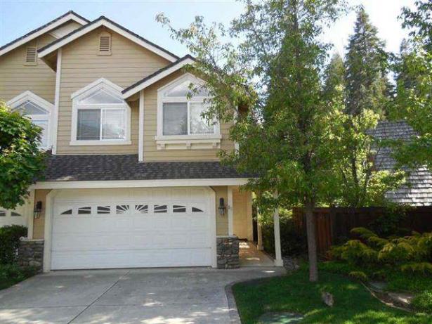House – 61 Lakeside Drive, Peninsula Village