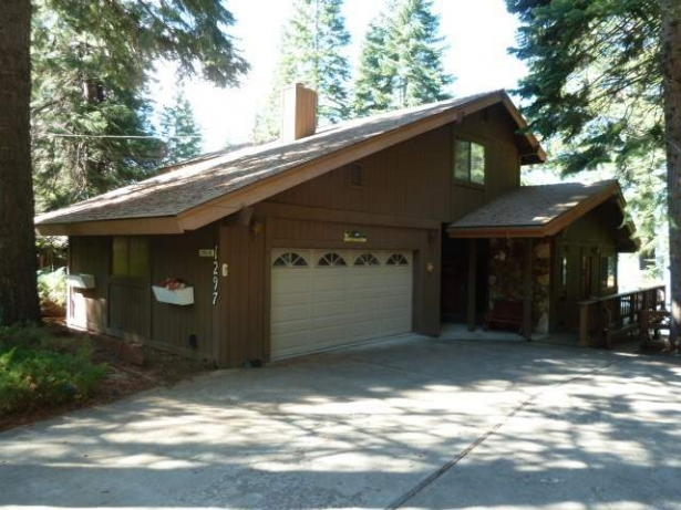 Lakefront Country Club Home….1297 Lassen View Drive, Lake Almanor